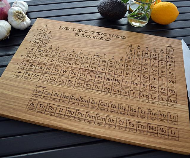 Tabla para cortar con el tabla peri dica la guarida geek - Periodic table chopping board ...