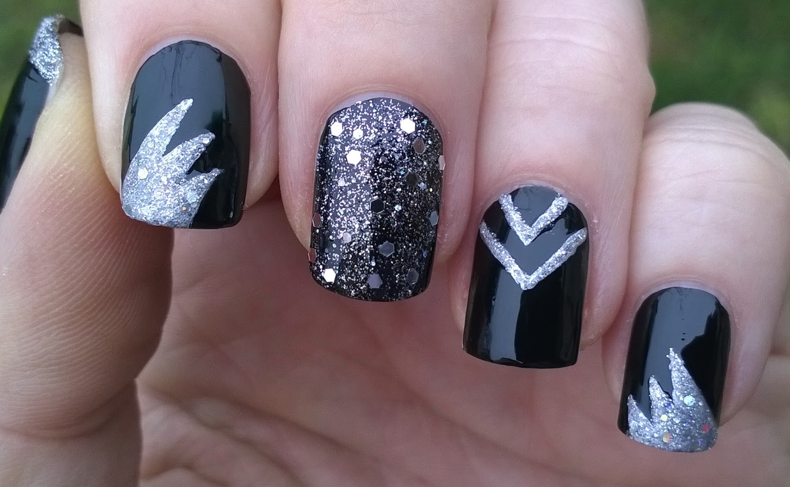 Life World Women: Black Party Nails For New Year\'s Eve With Silver ...