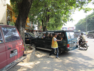 """Gangsters"" in Indonesian parking"