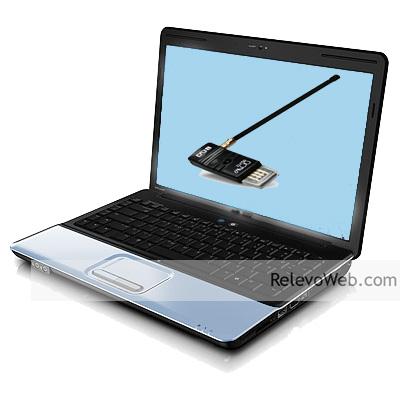 notebook mostrando sintonizador tdt usb con antenita