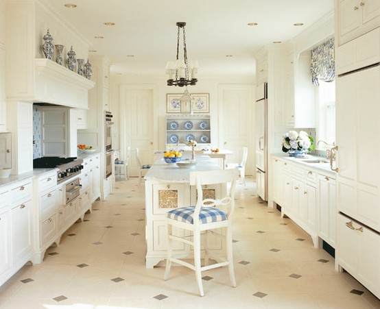 chinoiserie chic sunday inspiration the blue and white kitchen. Black Bedroom Furniture Sets. Home Design Ideas