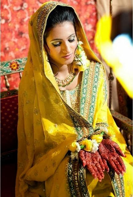 Flower Jewellery For Mehndi Uk : Girls dressing bridal mehndi dresses style