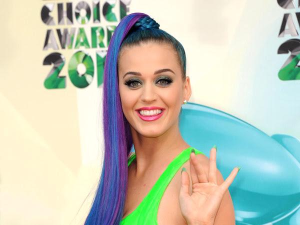 Katy Perry ve Tırnakları