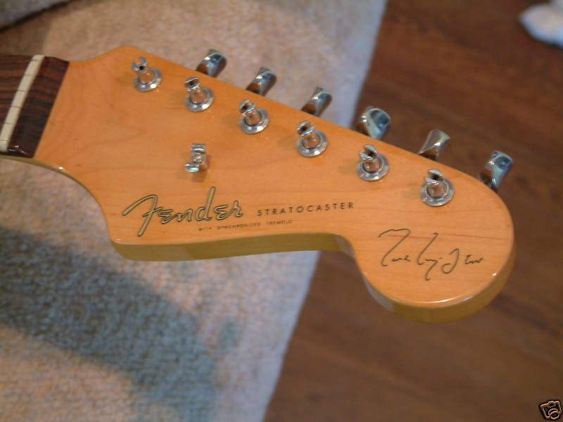 fender knopfler strats are red stratocaster guitar culture rh stratoblogster com Mark Knopfler Guitar Mark Knopfler Pickups