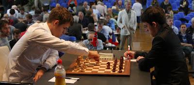 Echecs à Bienne : Magnus Carlsen (2821) 1/2 Maxime Vachier-Lagrave (2722) © site officiel