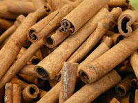gambar cara menghilangkan jerawat dengan madu dan kayu manis