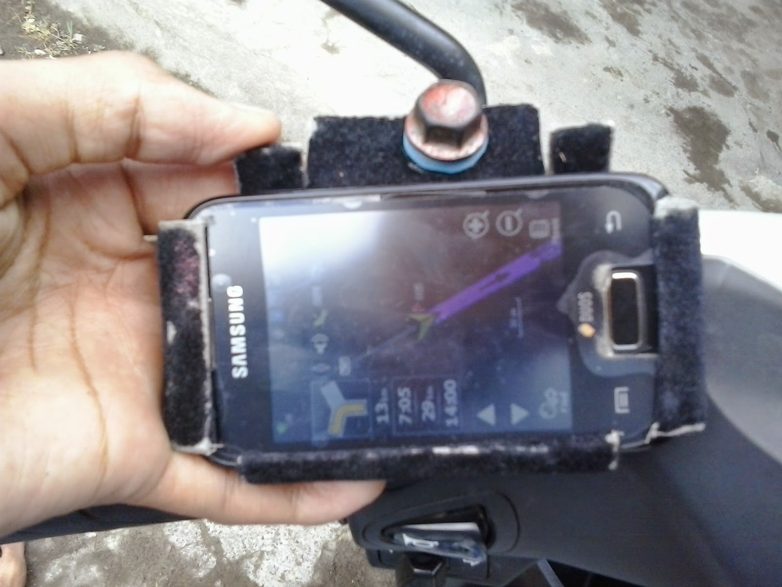 Cara membuat pegangan hp untuk GPS di sepeda motor