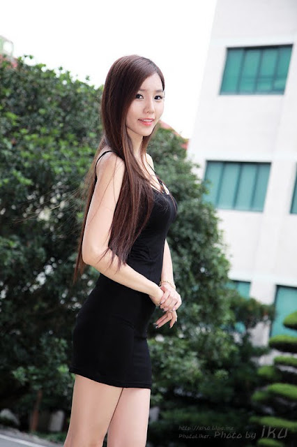 Beautiful Model Lee Ji Min in Black Dress
