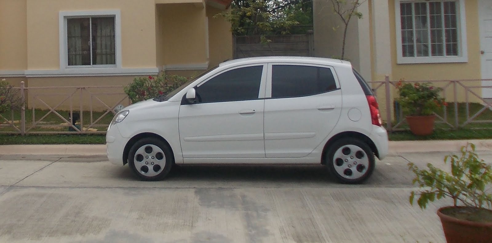 nicebalay for sale 2009 kia picanto all power very economical 1 liter runs 15 kilometers city. Black Bedroom Furniture Sets. Home Design Ideas