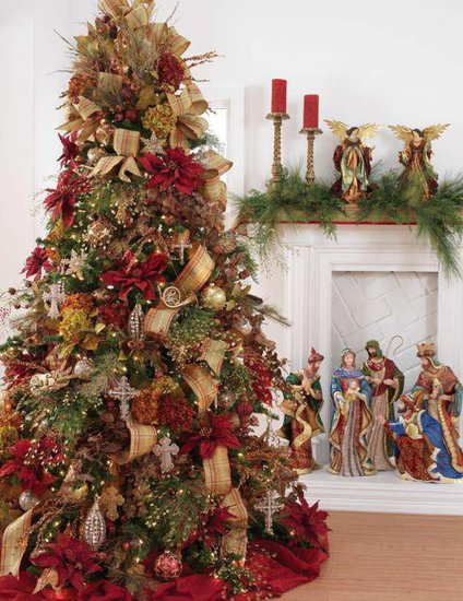 Beauty and the green christmas tree inspiration for Red gold christmas tree decorating ideas