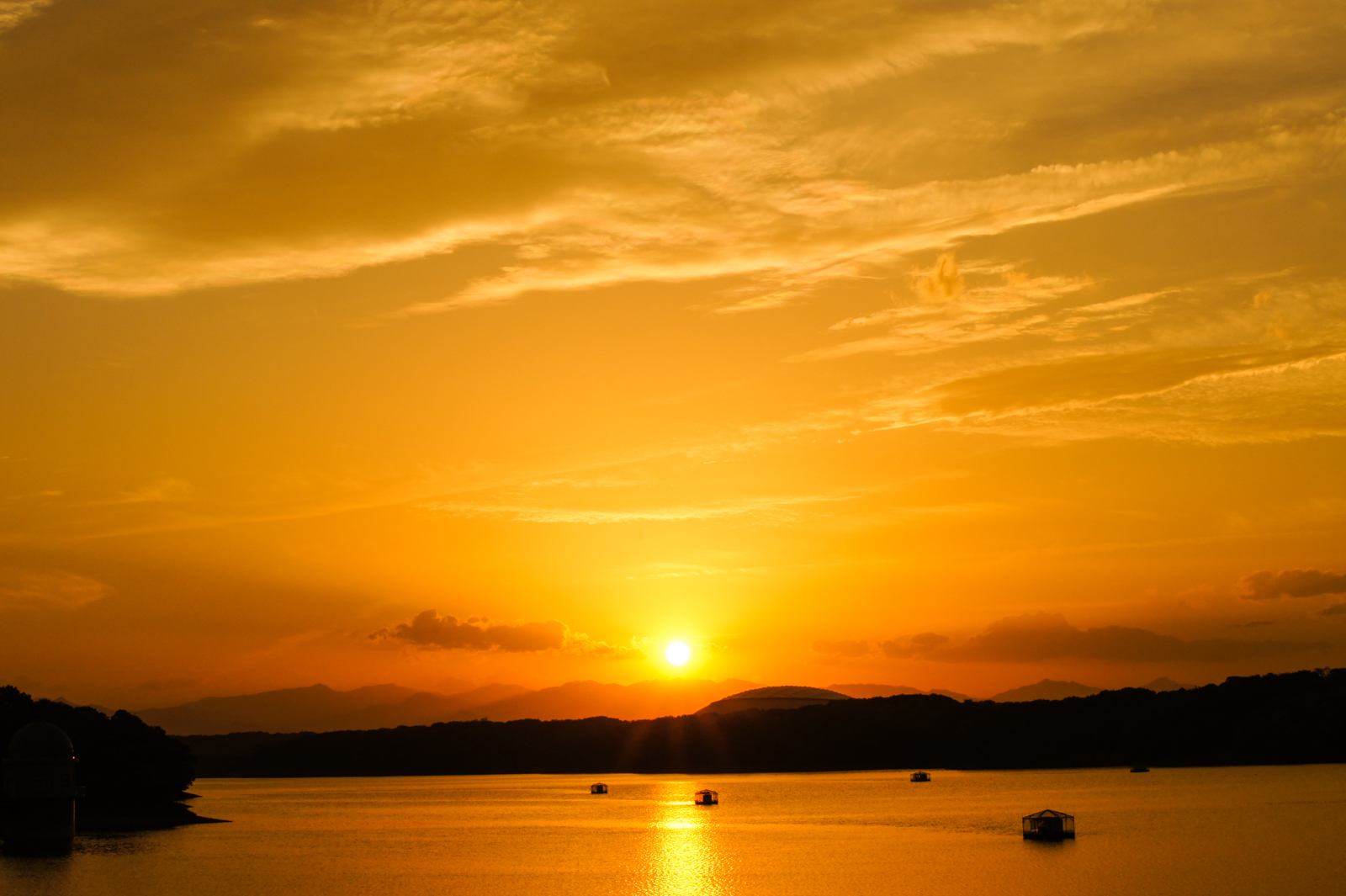 多摩湖で撮影した夕焼けの写真
