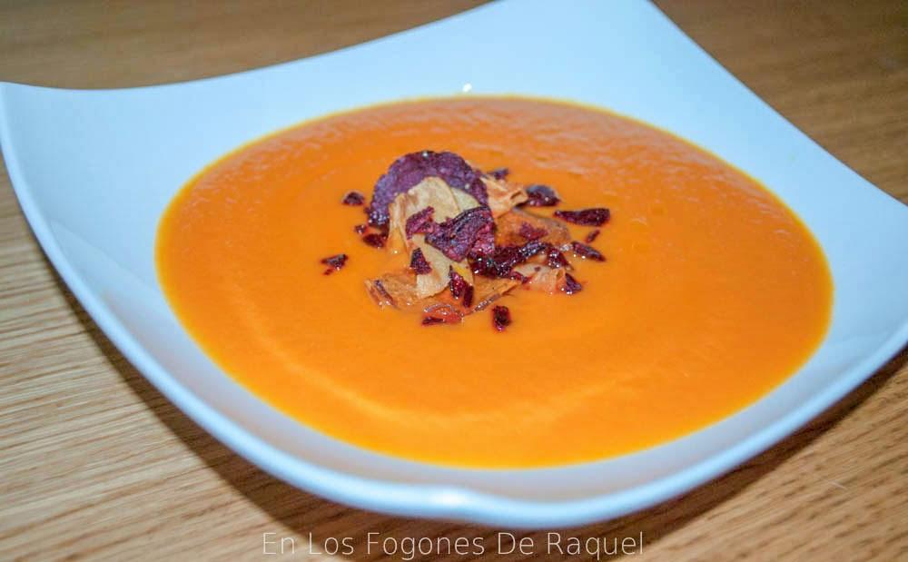 http://enlosfogonesderaquel.blogspot.com.es/2014/03/crema-de-zanahoria-y-tomate-con-comino.html