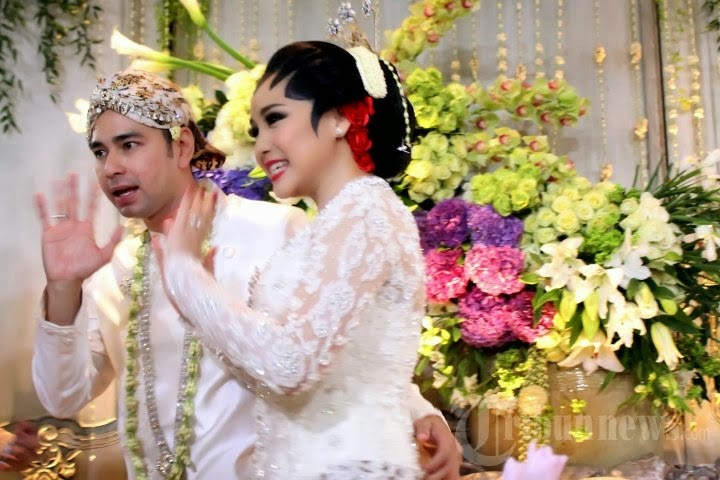 Kebaya Pesta Pernikahan Raffi Ahmad dan Nagita