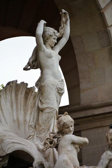 Cascada Barcelona naked lady