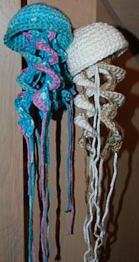 Jellyfish Amigurumi Tutorial : 2000 Free Amigurumi Patterns: Free crochet jellyfish pattern