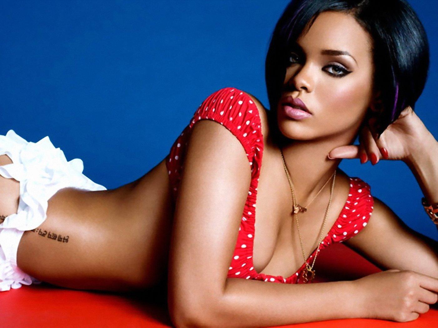 http://4.bp.blogspot.com/-Bj0ICXIn9vI/TyamkRreplI/AAAAAAAAC7o/foiYBk86S2Q/s1600/Rihanna-Wallpapers-2.jpg