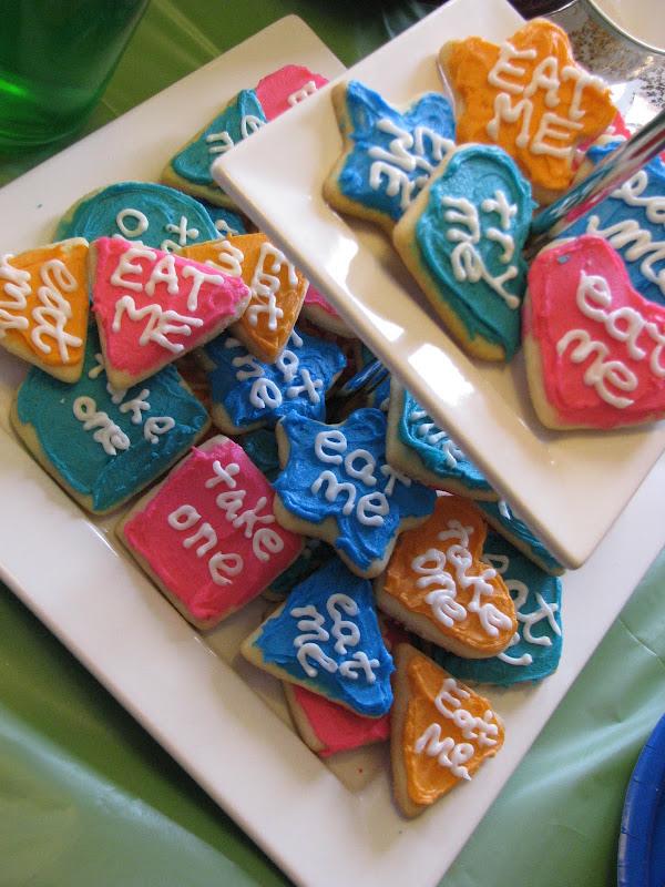 tea in Wonderland simply must include 'eat me' cookies. title=