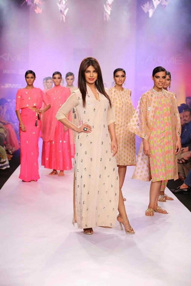 http://4.bp.blogspot.com/-BjKGh5tzlXA/UyXPJVHxlgI/AAAAAAABsfE/S9g4X7MyNgM/s1600/Priyanka+Chopra+sizzles+on+the+ramp+for+Reliance+Trends+presents+Neeta+Lulla+at+LFW-2014+(3).jpg