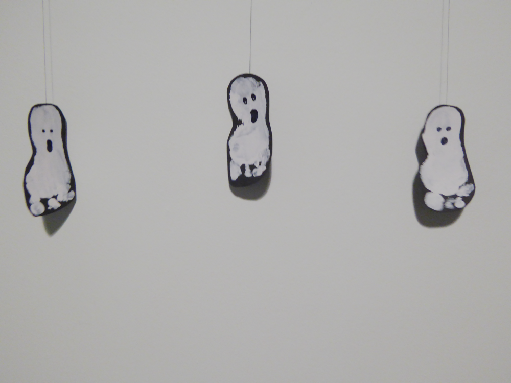 DIY: Halloween Footprint Ghosts - Baby Crafts