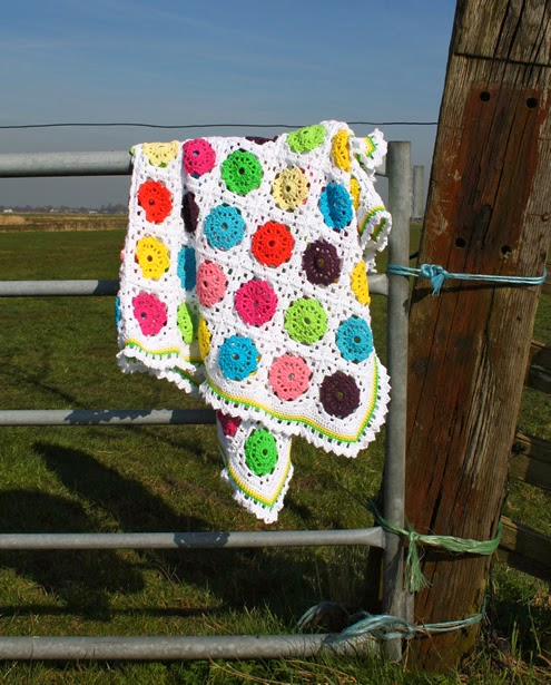 Flower in square crochet blanket (tutorial)