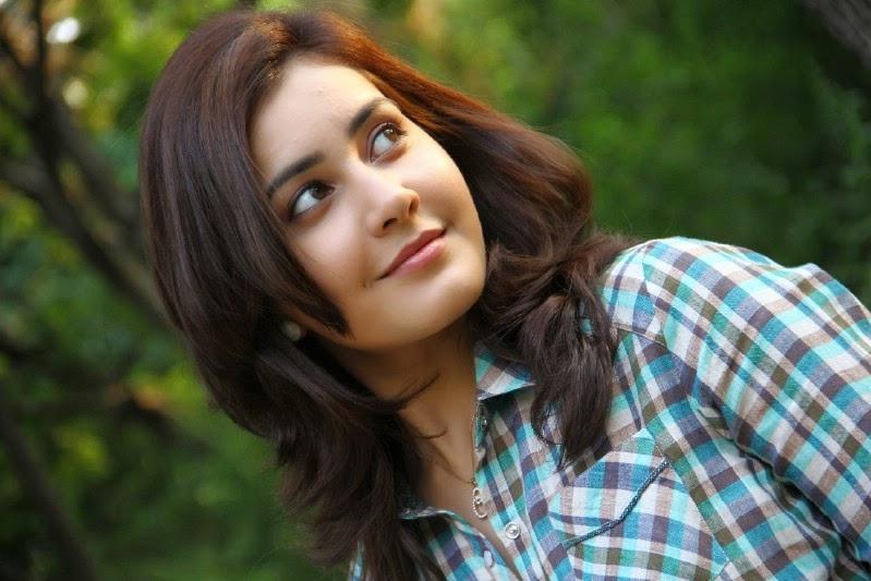 Hot Rashi Khanna