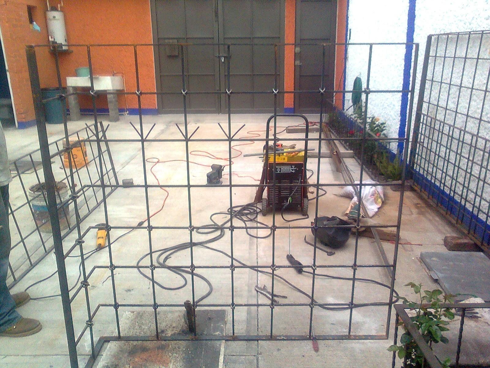 Protección en cuadricula con candados   Servicio de mantenimiento y ...