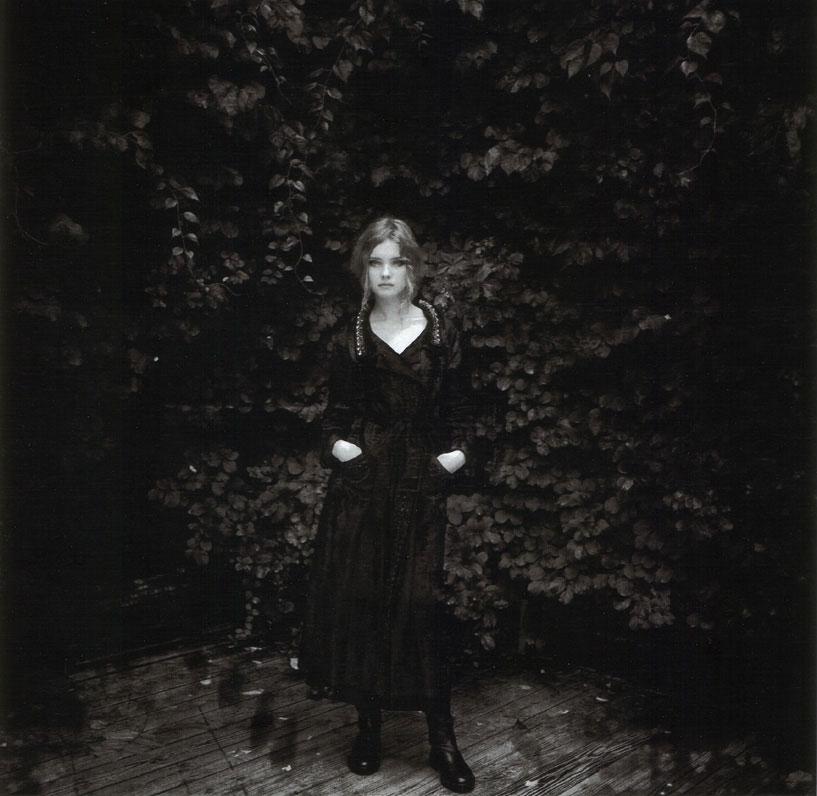 Natalia Vodianova in La Nouvelle Amazon   Elle France Special Mode 2004 (photography: Stephane Sednaoui)