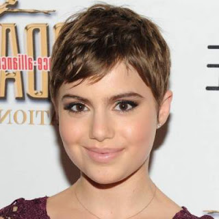model potongan rambut pendek wanita wajah bulat chic pixie
