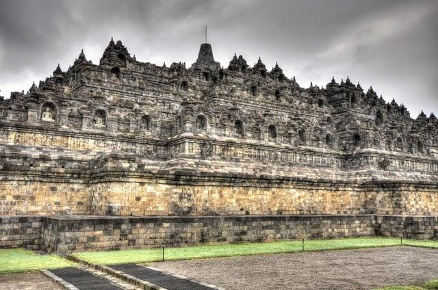 25. Borobudur (Yogyakarta, Indonesia)