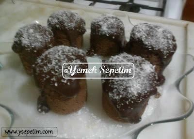 Çikolatalı Soslu Fincan Kek Tarifi
