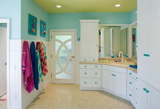 kamar+mandi+anak+kecil+warna+putih+biru Desain kamar mandi kecil cantik untuk anak anak