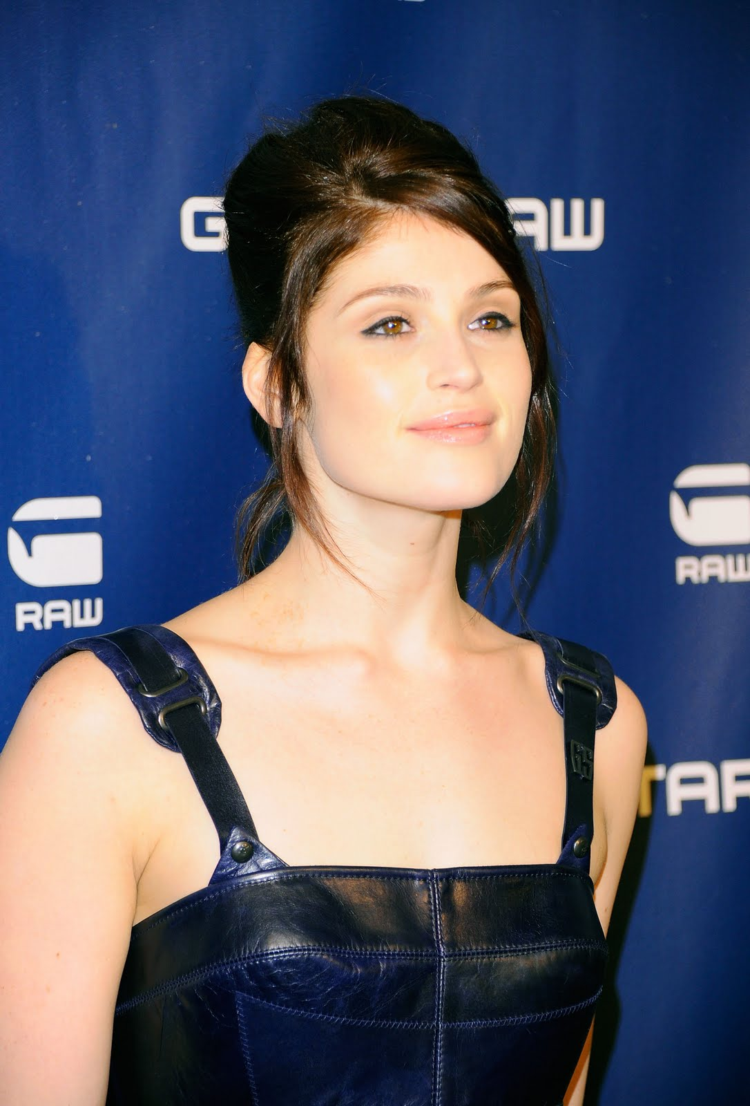 http://4.bp.blogspot.com/-BlWW3l_Rg9U/TVvDA-VrkJI/AAAAAAAAFZg/kSs84uFGlOM/s1600/celebskin_gemma_arterton_backless_leather_minidress_knee_boots_5.jpg