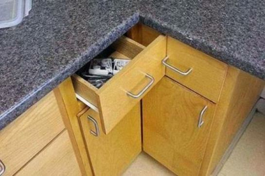 Des tiroirs mal installés qui coincent.