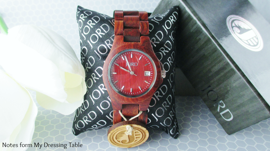 Jord Watch Ely on Pillow Review notesfrommydressingtable.com