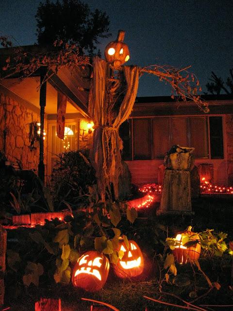 http://ext.homedepot.com/community/blog/amazing-diy-halloween-yard-decorations/?crlt.pid=camp.GVnJ22LxC0FW