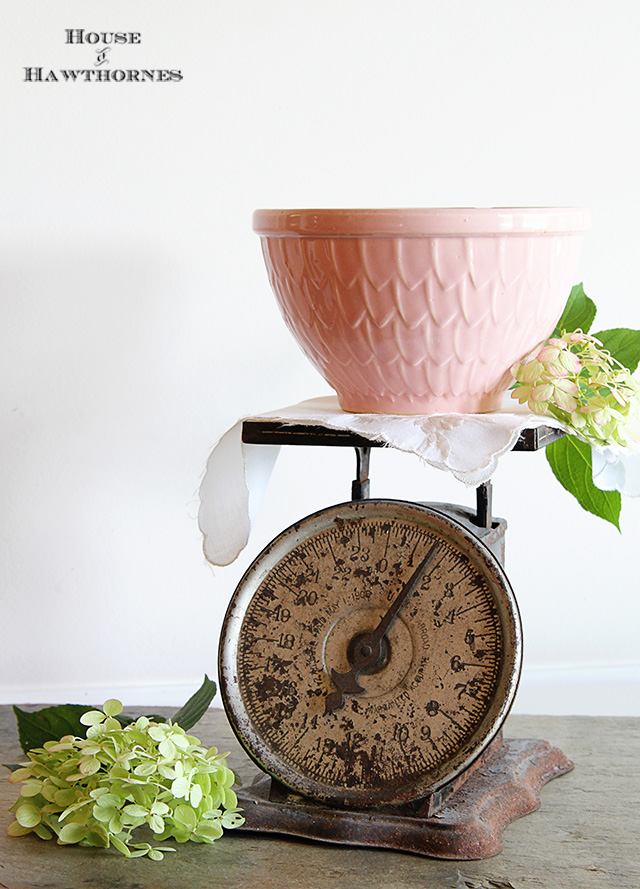 Vintage pink McCoy mixing bowl with fish scale petal feather pattern @ houseofhawthornes.com