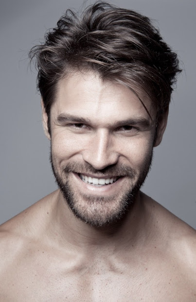 men short hairstyle with beard