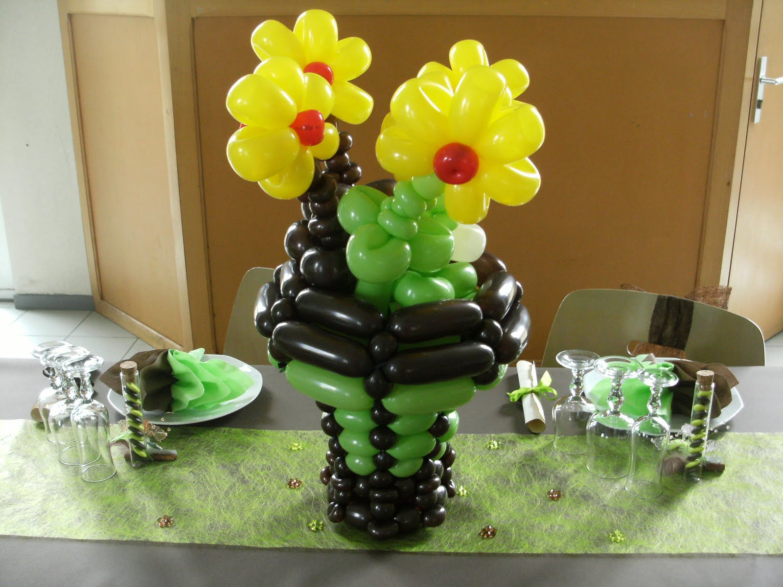 creation deco ballons coupe de fleurs et arche pour un mariage. Black Bedroom Furniture Sets. Home Design Ideas