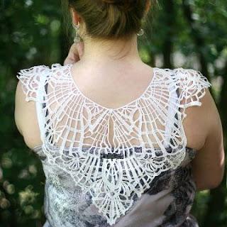 Kleid mit Spitzenkragen