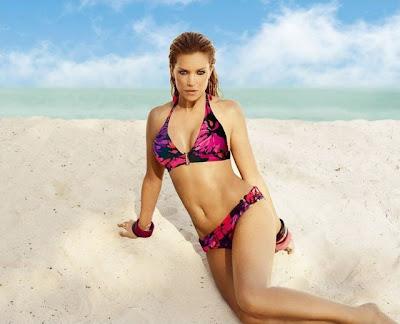 Sylvie van der Vaart showt Hunkemöller bikini