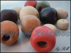 Bolinhas de argila em vários formatos e tamanhos
