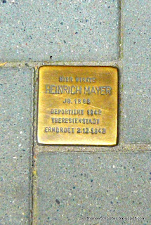 A plaque on the streets of Hamburg, with the name of the person picked up here, with the date and how and where he/she died