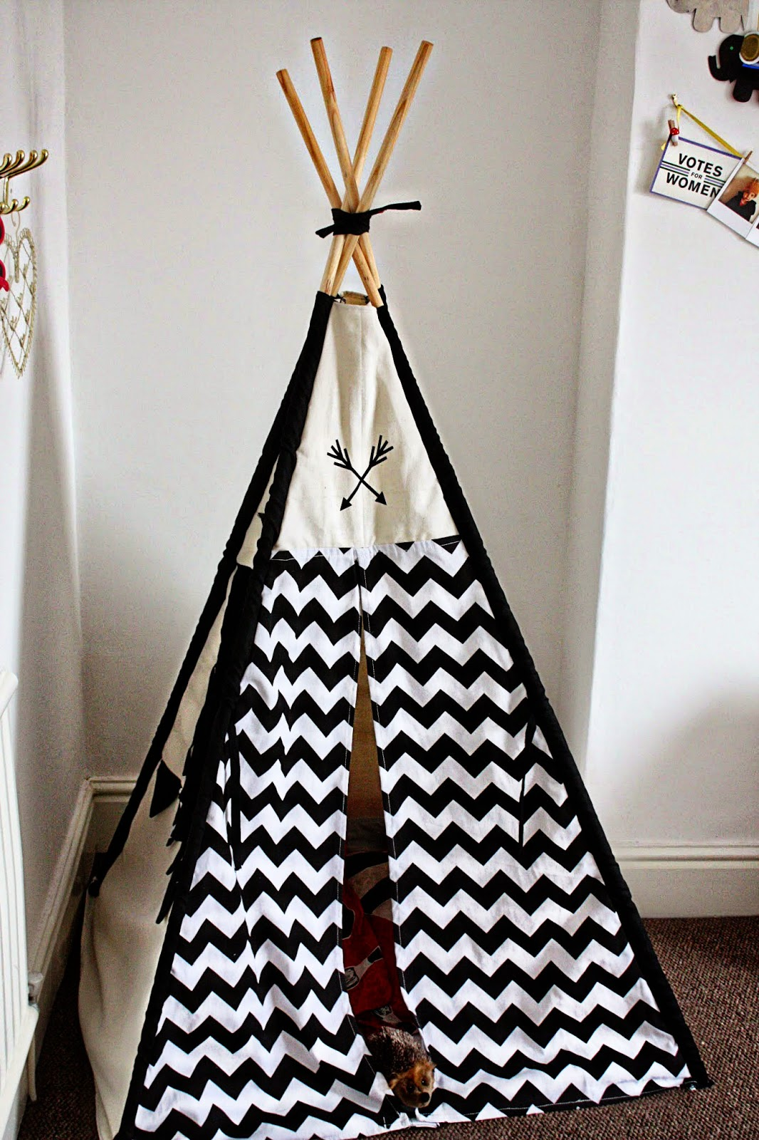 Black and white teepee kids room