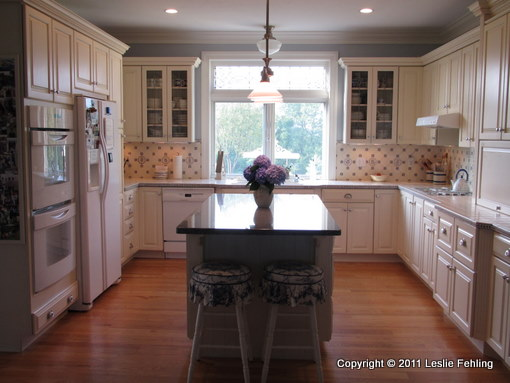 Hand Painted Blue U0026 White Tile Backsplash