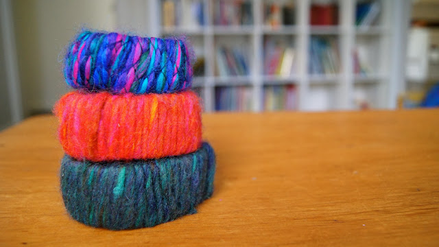 http://blogs.kidspot.com.au/villagevoices/how-to-make-a-bracelet-using-wool-and-a-cereal-box/
