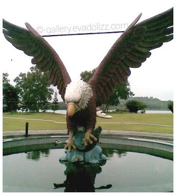 Eagle Statue, or Hawk Statue, lagoi kepri Indonesia, patung elang