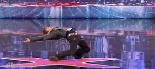 Kenichi Ebina danse sur Matrix