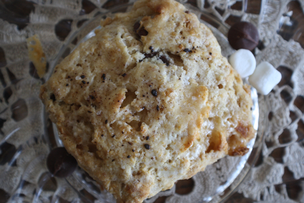 scrumdillydilly: bake dillydilly: s'mores scones