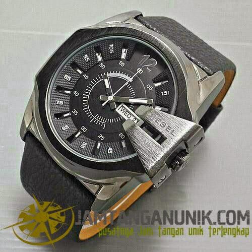 diesel side jam tangan analog atau jarum dengan desain menawan