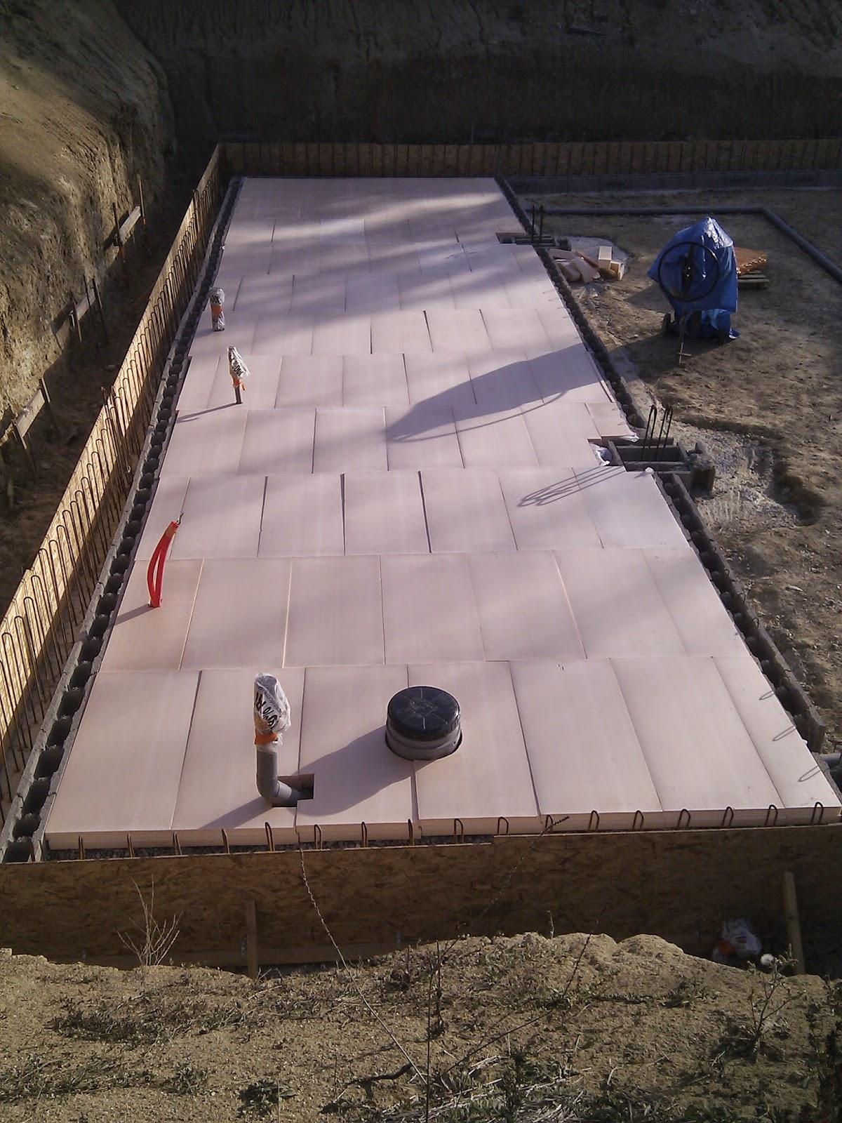 une maison passive en occitanie mise en place gravier et isolant de dalle de sous sol jour 3. Black Bedroom Furniture Sets. Home Design Ideas